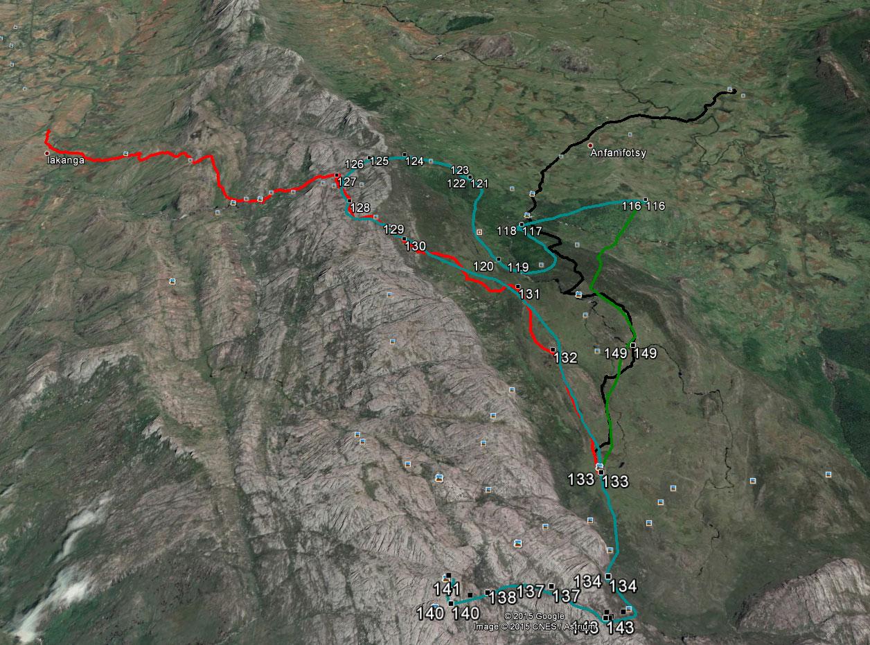 De kaart van de trekkings in 2004 en 2015 in 3D formaat (in Google Earth)