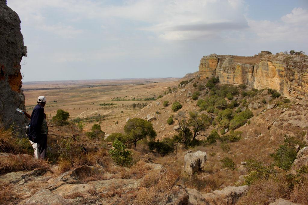 Uitzicht op de vlakte ten zuiden van het Isalo gebergte