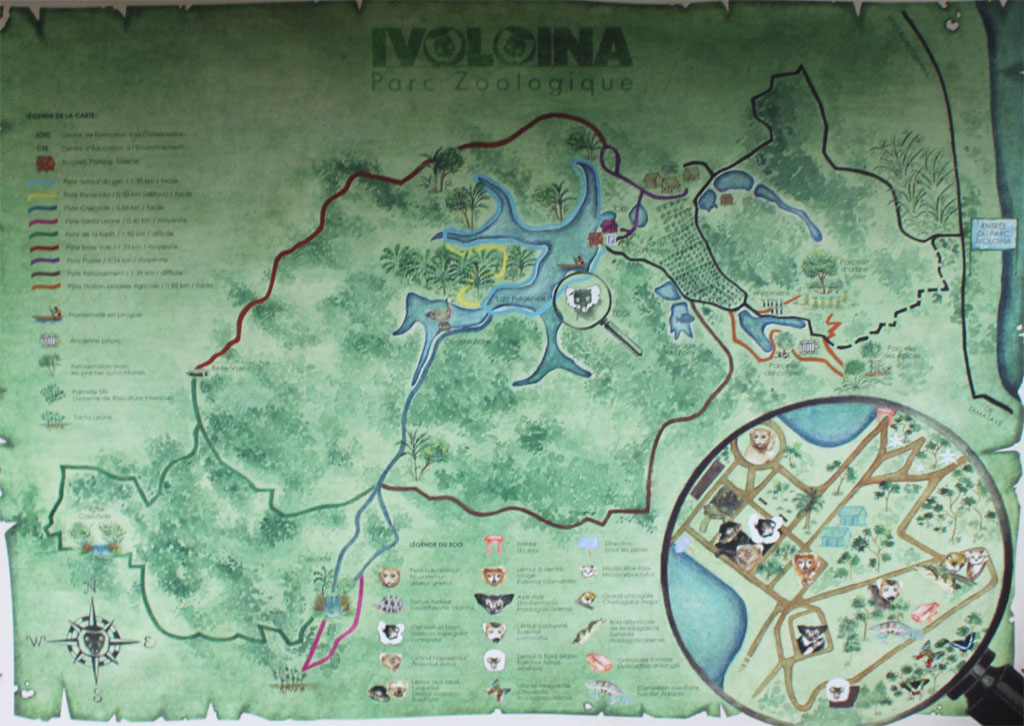 Bord met plattegrond van het park Ivoloina bij de ingang