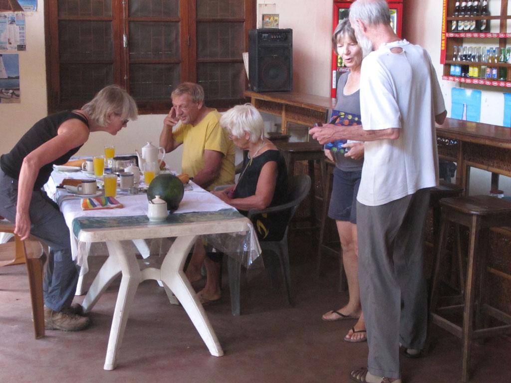 Ons laatste ontbijt in Centre Lambahoany in Tamatave (foto: Jan)